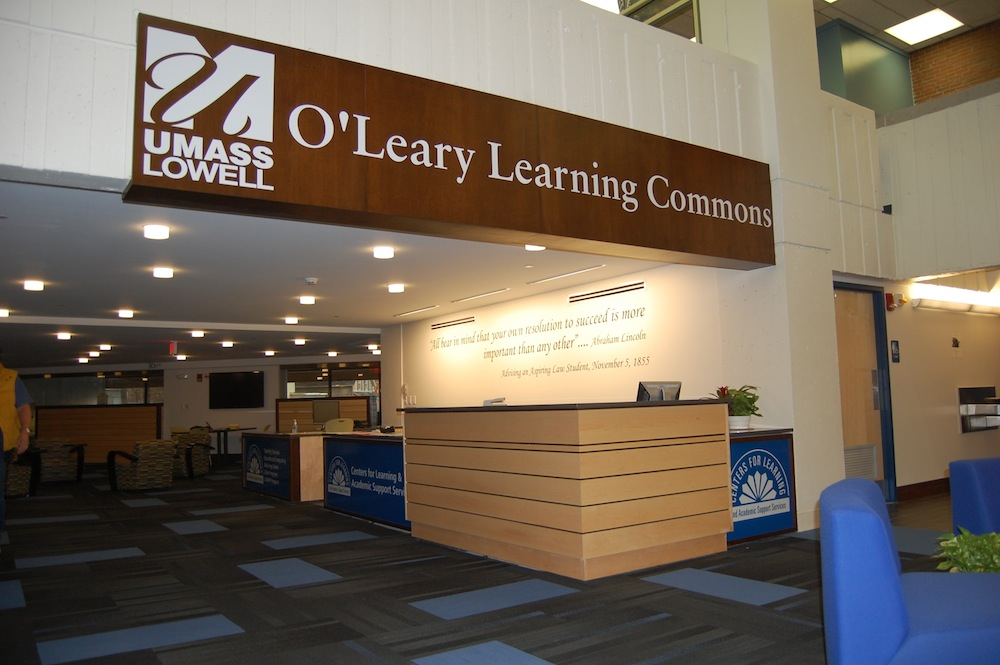 UMass Lowell OLeary Learning Center info-desk